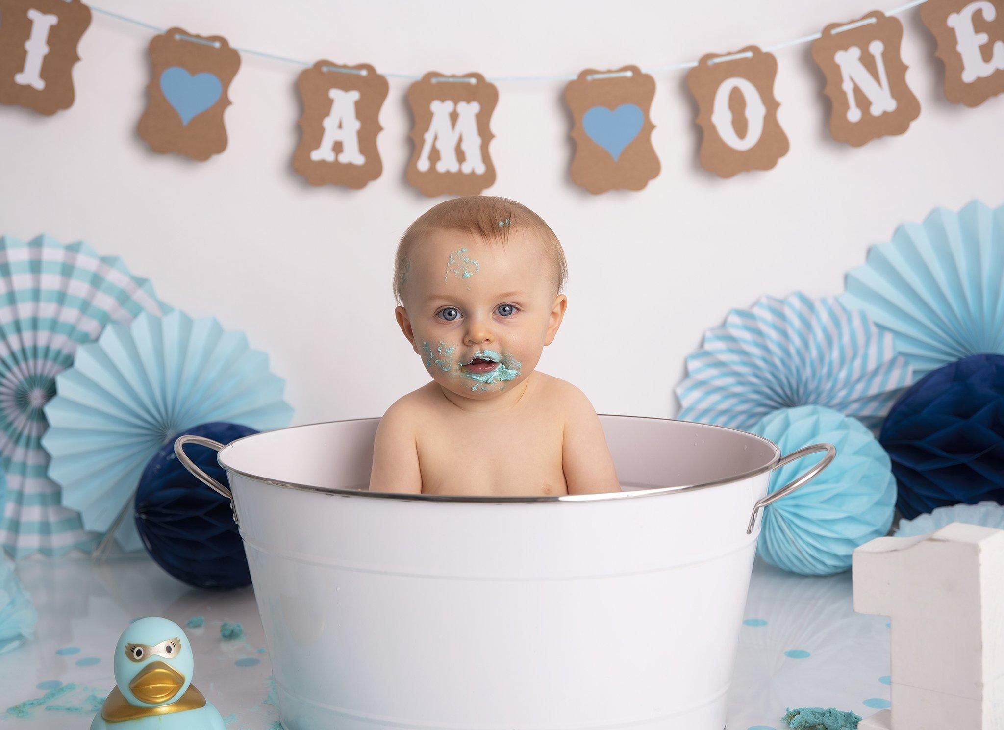 Blue cake smash bath