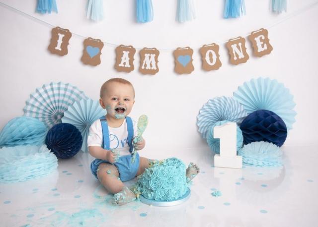 Blue cake smash boy