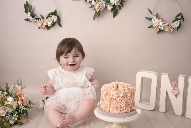 Floral hoop cake smash