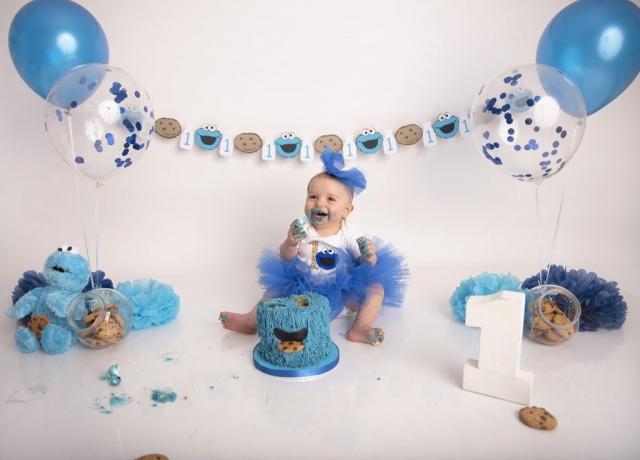 Cookie Monster girl cake smash