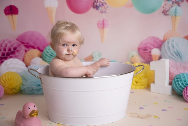 Ice cream cake smash bath