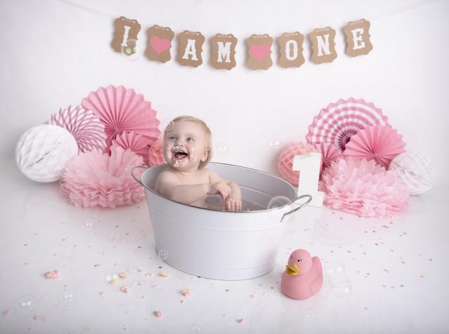 Pink cake smash bath
