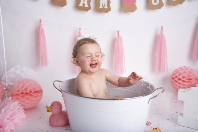 Pink girl cake smash bath