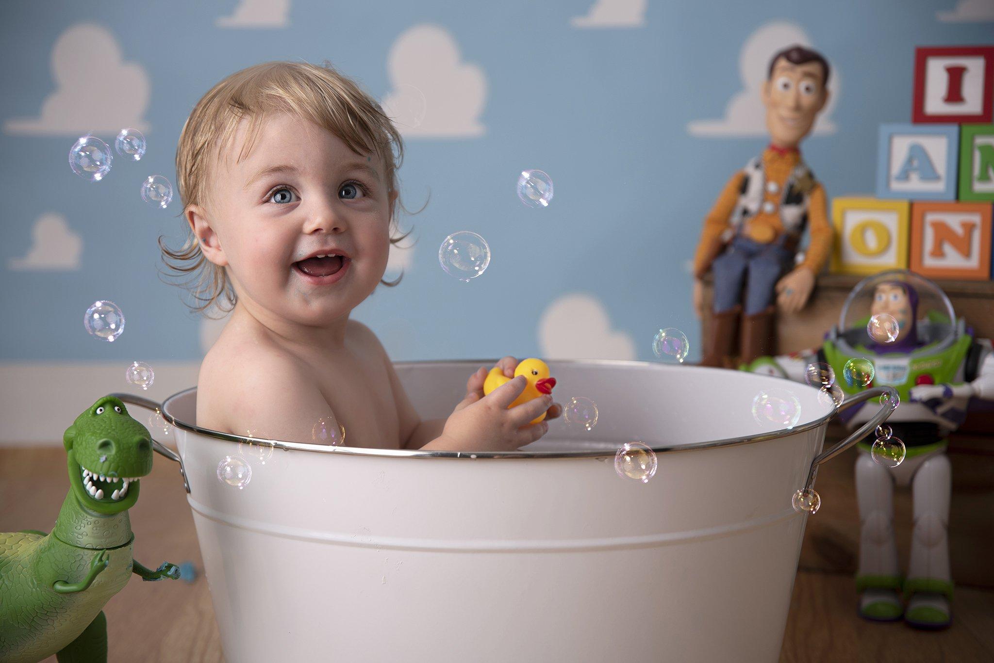 Toy Story cake smash bath