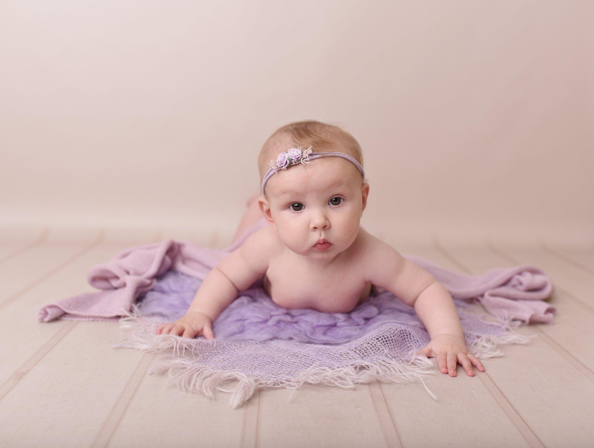 sitter session girl on tummy